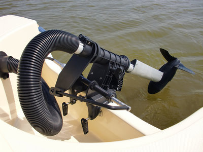 Haswing Protruar RS, afstandsbedienbaar met 105 Ah AGM accu's, lader en zekering
